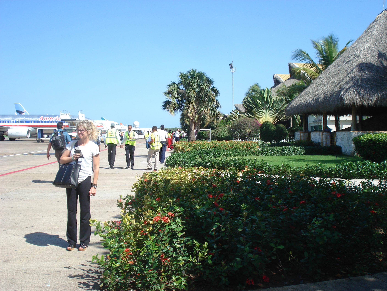 Der wunderschön karibische Flughafen von Punta Cana (Dominikanische Republik)