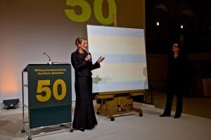 Dr. Marion Ackermann während der Vorstellung von Agnes Martins