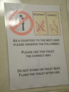 Das beweist wohl den hohen Prozentsatz an Indern in London. Oder gibt es eine westliche Toilettengangweise, von der ich noch nichts wusste? Gesehen auf der Toilette eines Restaurants.